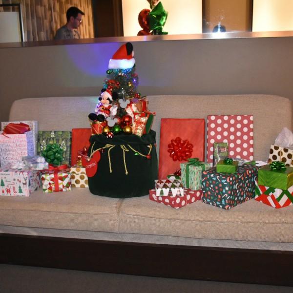 Mickey's Christmas Tree Surprise