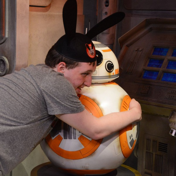 Hugging BB-8(1/2)