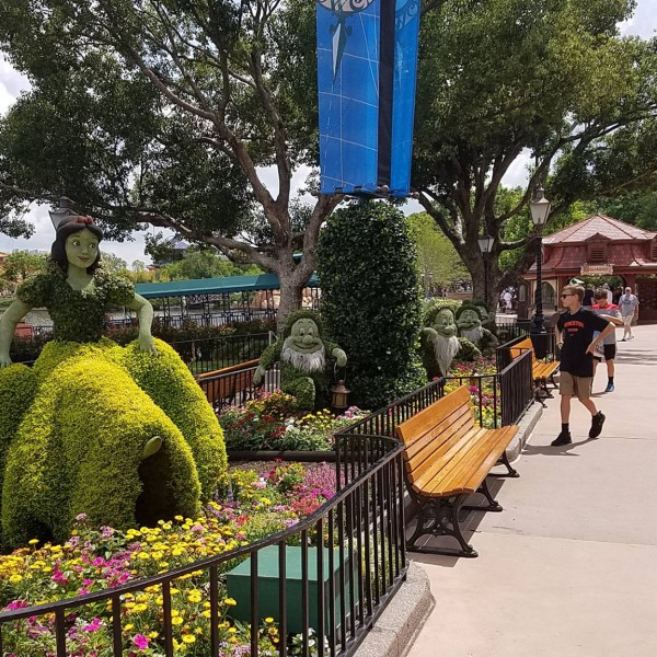 Snow White and the Seven Dwarfs topiaries