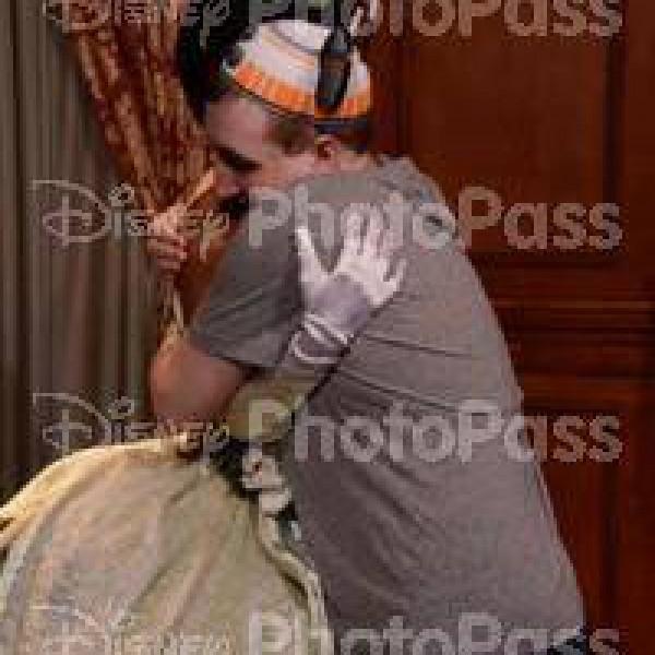 Hugging Princess Tiana(2016)