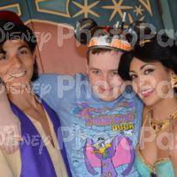 Group Hug for Aladdin and Jasmine