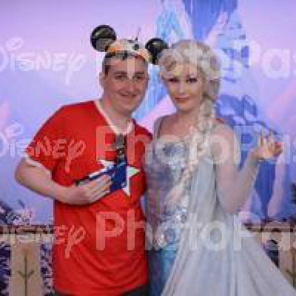Posing with Queen Elsa